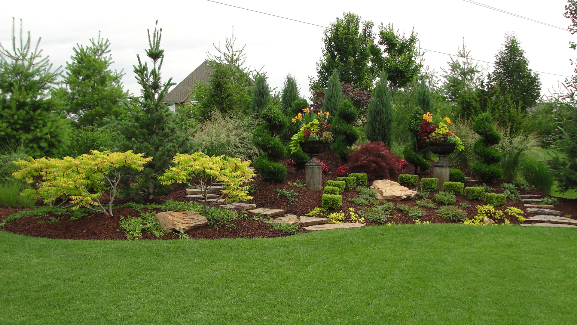 Landscaped background presidential properties ottawa for Landscaping companies